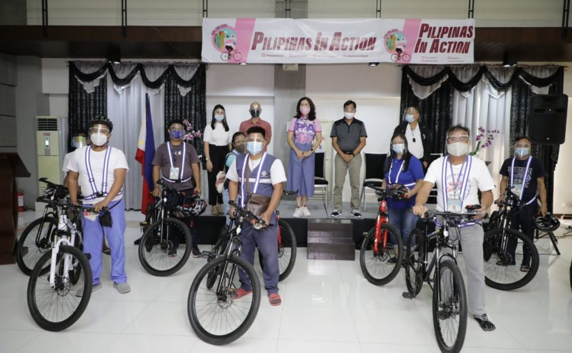 Pia gives bikes to community frontliners in Pampanga